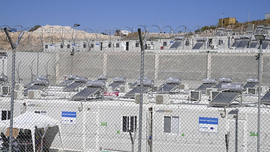 Das Flüchtlingslager auf der Insel Samos. Foto: Thanassis Stavrakis/AP/dpa
