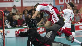 Akrobatisch erzielt Zürcher die 1:0-Führung gegen Norwegen.