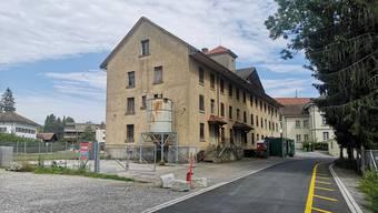 Das heute leer stehende Hüetli war im 19. Jahrhundert eine Strohhutfabrik.