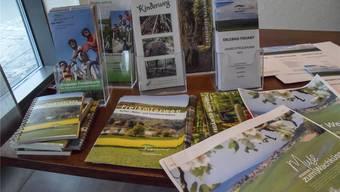 Mit vielen gut gestalteten Broschüren wirbt Erlebnis Freiamt für die Region. Toni Widmer