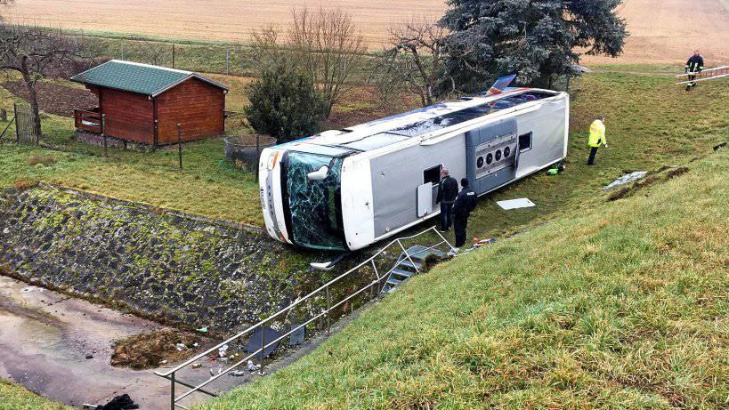 Zwei Kinder sterben bei Schulbusunfall in Thüringen
