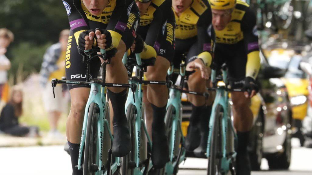 Das niederländische Team Jumbo-Visma mit Leader Mike Teunissen