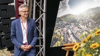 Beim offiziellen Festakt erhielt Pius Graf vom Kanton eine Luftaufnahme der Gemeinde als Geschenk.