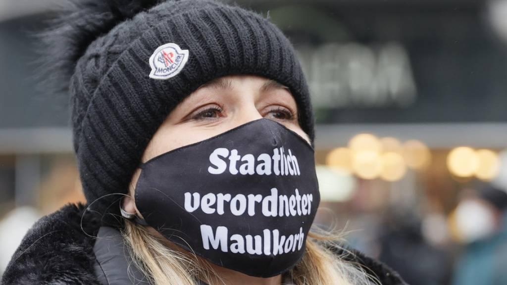 Am soziologischen Institut der Uni Basel wird derzeit die Protestbewegung gegen die Corona-Massnahmen durchleuchtet. Charakteristisch sind unter anderem ein profundes Misstrauen gegen die Regierung sowie eine gewisse Irrationalität trotz höherer Bildung. (Symbolbild)