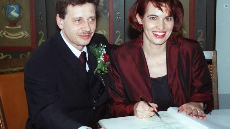 Doris Leuthard und Roland Hausin bei der zivilen Trauung auf dem Standesamt Merenschwand am 31.12.1999.