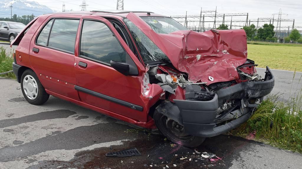 Autofahrer wird bei Unfall mit Lastwagen verletzt