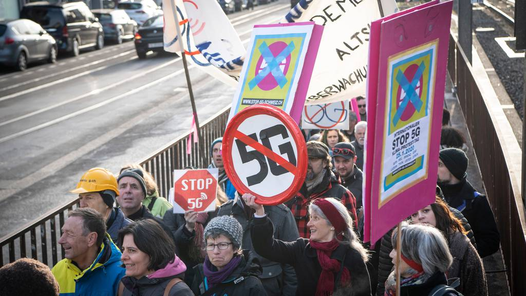 Hunderte demonstrieren gegen 5G-Ausbau, auch in St.Gallen