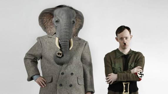 «Ich bin Gott selbst», antwortet dieser, «Gott Ganesh.» Die Produktion des australischen Back to Back Theatre, ein Ensemble von SchauspielerInnen mit einer geistigen Behinderung, funktioniert als Theater im Theater: Die Darsteller und ihr Regisseur proben ein Stück, in dem Ganesh, eine hinduistische Gottheit mit Elefantenkopf, ins Nazi-Deutschland der Vierzigerjahre geschickt wird, um die dort zweckentfremdete Swastika zurückzuholen. Gemeint ist das Hakenkreuz, welches im Hinduismus ein Symbol für Glück und Wohlergehen ist. Dabei zeigt sich, dass Machtmissbrauch und Ausgrenzung nicht nur im Krieg, sondern auch im Probenraum geschehen.