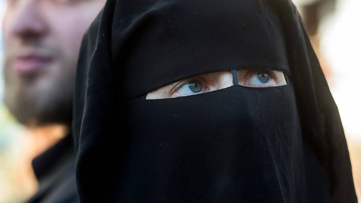 Vermutlich an der Landsgemeinde im Mai 2017 werden Glarnerinnen und Glarner über ein Burka-Verbot abstimmen.
