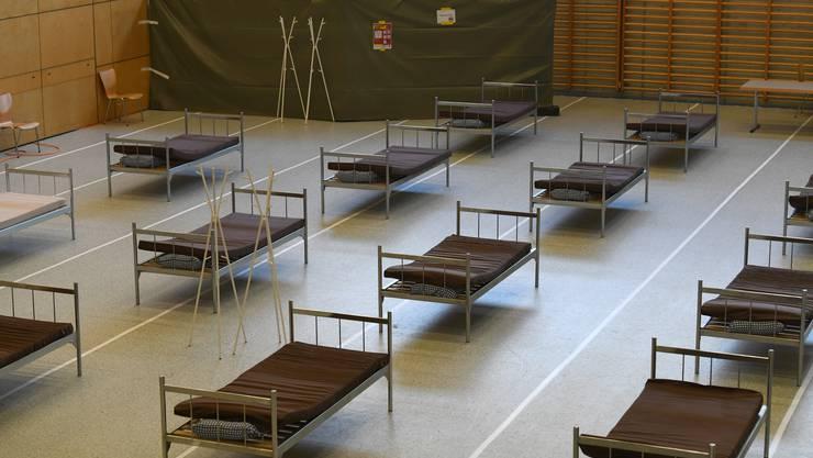 Die Bettenstation mit dem nötigen Sicherheitsabstand zwischen den Betten.