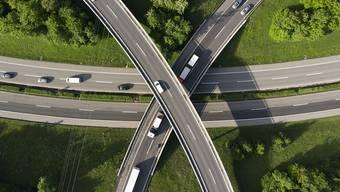 Der Nationalrat hat mehr als 5,6 Milliarden Franken für den Ausbau des Nationalstrassennetzes bewilligt. (Archivbild)