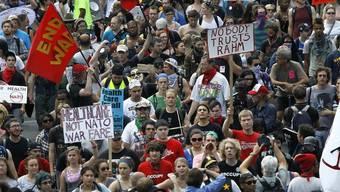 Anti-NATO-Proteste vor dem Haus des Stadtpräsidenten Emanuel in Chicago