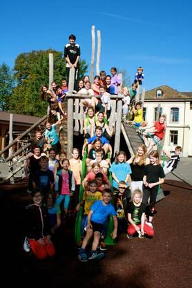 39 Kinder und das Leiterteam des Turn- und Sportlagers.