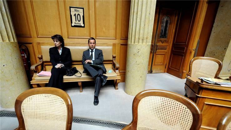 Doris Leuthard und Walter Thurnherr bei einem Auftritt im Parlament.