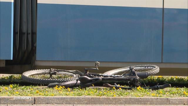 Tödliche Kollision: Velofahrer von Tram erfasst