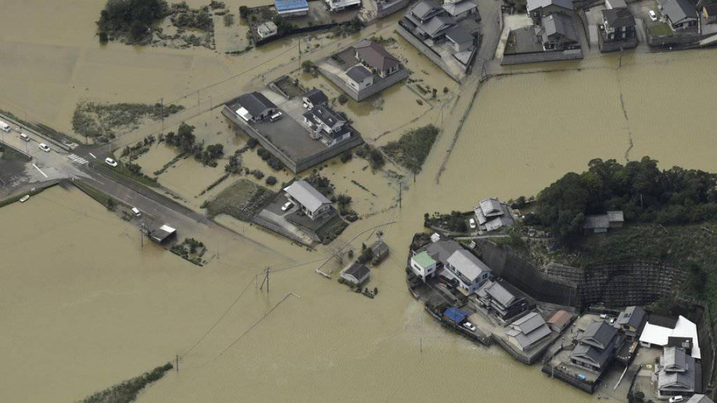 """Luftaufnahme eines überschwemmten Gebiets in Nobeoka in der Präfektur Miyazaki. Der Wirbelsturm """"Malaka"""" hat starken Regen in das südliche Japan gebracht."""