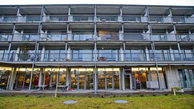 Die Fassade des Altersheims Eigenamt in Lupfig. Das Heim wird derzeit umfassend saniert und bekommt auch einen «Garten für alle».