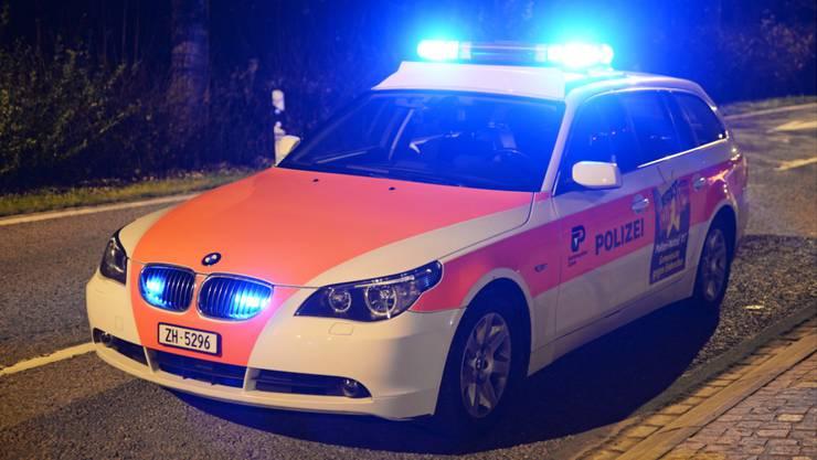 Die Kantonspolizei Zürich musste in der Nacht auf Donnerstag wegen eines Verletzten auf der A1 ausrücken. (Symbolbild)