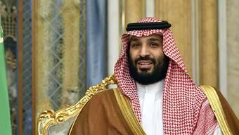 Der saudische Kronprinz Mohammed bin Salman treibt die gesellschaftlichen Reformen in seinem konservativen Königreich weiter voran - nunmehr dürfen die bisher üblichen Stockhiebe nicht mehr als Strafe verhängt werden. (Archivbild)