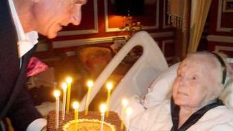 Nur anschauen: Zum 95. Geburtstag gabs für Zsa Zsa Gabor keine Torte. Die Filmdiva wird künstlich ernährt
