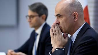 Er kann die Verantwortung nicht abschieben: Gesundheitsminister Alain Berset entscheidet heute zusammen mit den anderen sechs Bundesräten, wie es weitergeht.