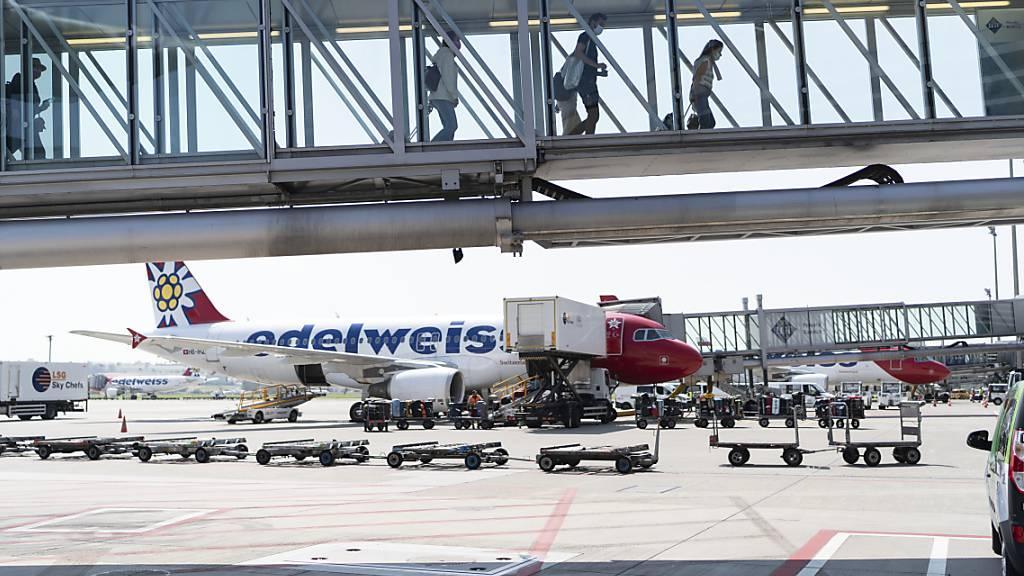Der grösste Schweizer Flughafen hat im ersten Halbjahr wegen der Coronakrise erneut einen Mllionenverlust verbucht. (Archivbild)