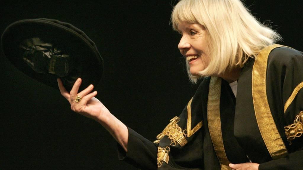 ARCHIV - Diana Rigg ist im Alter von 82 Jahren an den Folgen einer Krebserkrankung gestorben. Foto: Andrew Milligan/PA Wire/dpa