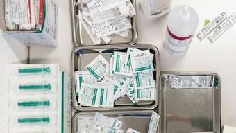 Die Impfzentren wären bereit. Sie sind noch nicht in Betrieb, weil nach wie vor nicht genug Impfstoff verfügbar ist.