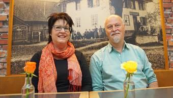 Sitzen vor dem historischen Bild: Michaela und Martin Wälti, die neuen Pächter des Restaurants Wannenhof.