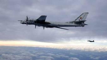 Ein russischer Langstreckenbomber vom Typ Tupolev TU-95 (Archivbild)