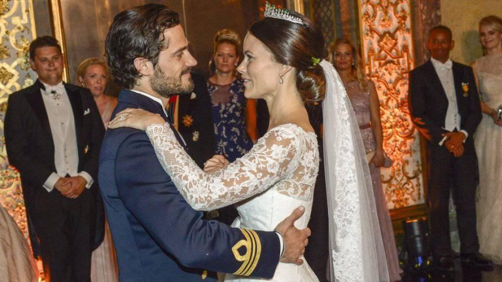 Babyboom im Schwedischen Königshaus: Kurz nach ihrer Traumhochzeit verkünden Prinz Carl Philip und seine Frau Sofia die baldige Ankunft ihres ersten Kindes (Archiv).