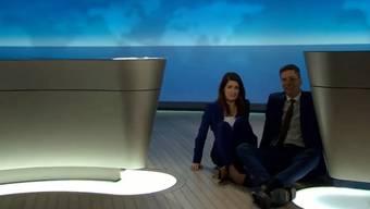 Pannenserie im TV-Studio: Ingo Zamperoni und Linda Zervakis sind amüsiert bis perplex – und dann auch etwas panisch.