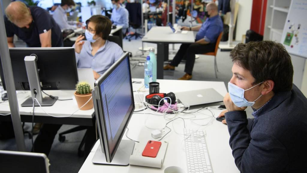 Der Newsroom des Westschweizer Newsportals blick.ch/fr. Die Redaktion zählt rund 20 Mitarbeiter.