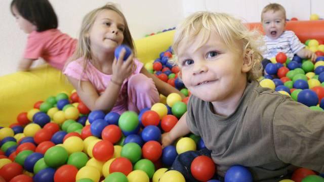 Bis anhin hatten Kinder erst ab drei Jahren Anspruch auf einen Kita-Platz. Das ändert sich ab dem 1. August. Dann haben bereits Einjährige Anspruch.