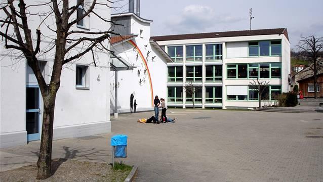 Die Bez-Schüler aus Hallwil drücken künftig nicht mehr in Seengen, sondern in Seon die Schulbank.  Der Hallwiler Gemeinderat aber will in Zukunft nicht nur die Bezler, sondern auch die Sek- und Realschüler an denselben Ort schicken.