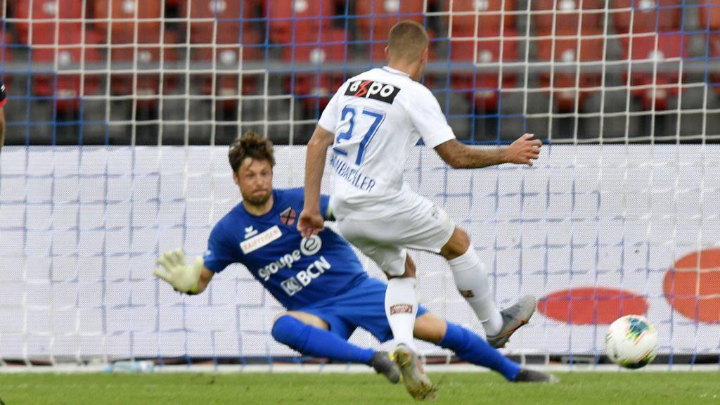 Hier brachte Marco Schönbächler den FCZ voran. Xamax' Goalie Laurent Walthert konnte nichts ausrichten