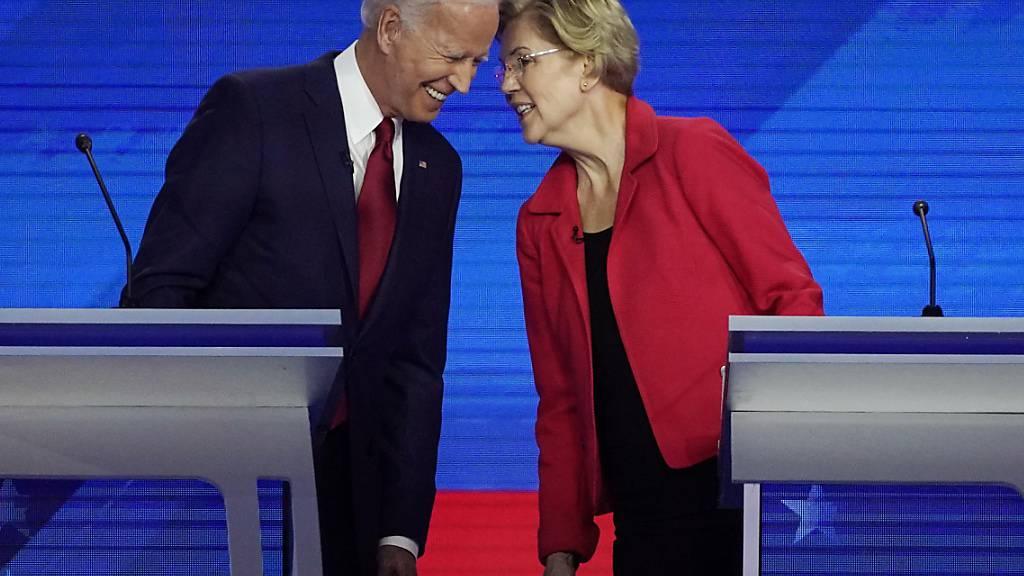 Sind sich im internen Rennen der US-Demokraten für die Präsidentschaftskandidatur auf den Fersen: der frühere US-Vizepräsident Joe Biden und die Senatorin Elizabeth Warren aus Massachussetts. (Archivbild)