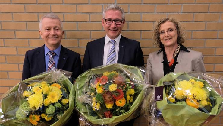 Der neue 1. Vizepräsident, Gabriele Olivieri (CVP), der neue Gemeinderatspräsident Markus Erni (SVP), und die neue 2. Vizepräsidentin Catherine Peer (SP).