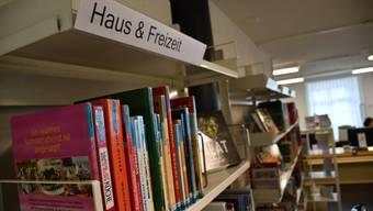 Stadtbibliotheks-Leiterin Cécile Bernasconi erläutert die Neuorganisation – und sagt, was sie eigentlich noch viel lieber hätte.