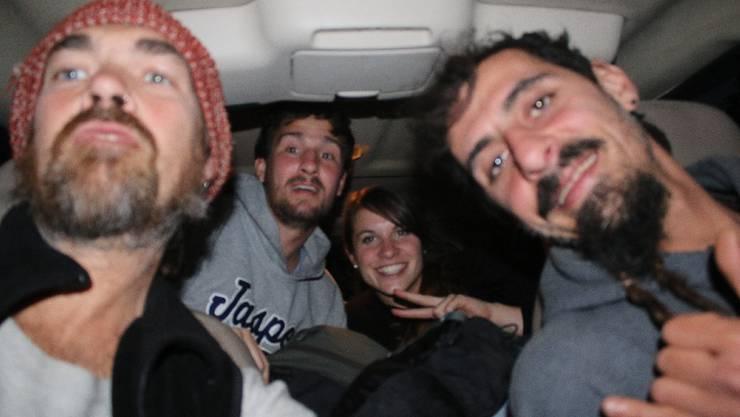 Von Urique nach Mazatlan: Unsere Reisewoche beginnt so, wie die letzte aufgehört hat. Auf dem eingebauten Bett im Van von Michael (links) und Francesco
