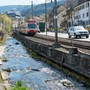 Bachbett, Bahntrassee und Strasse beanspruchen bei den schon knappen Verhältnissen in Niederdorf mehr Raum.