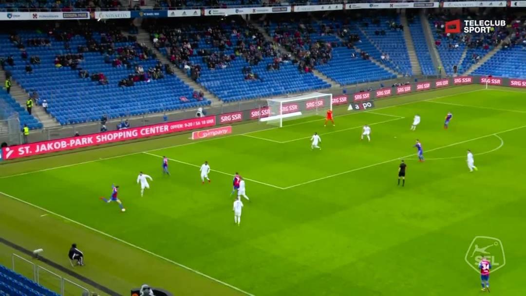 Super League, 2018/19, 32. Runde, FC Basel – FC Zürich, 21. Minute: Schuss von Taulant Xhaka.