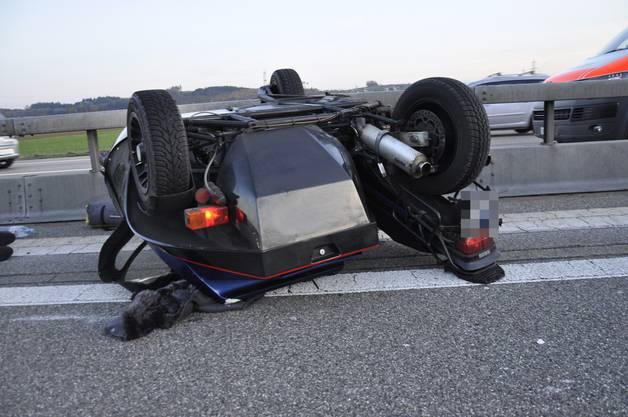 Er wollte einem bremsenden Auto ausweichen und fuhr in die Leitplanke.