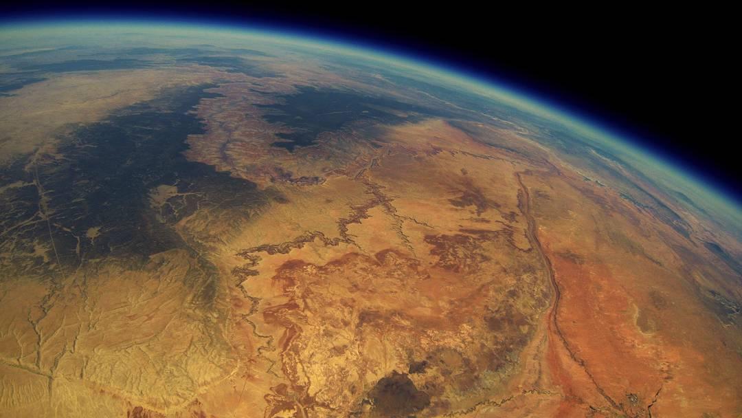 Ein einzigartiger Flug über die Erde: Das Resultat eines originellen Projekts – und eines Zufalls.