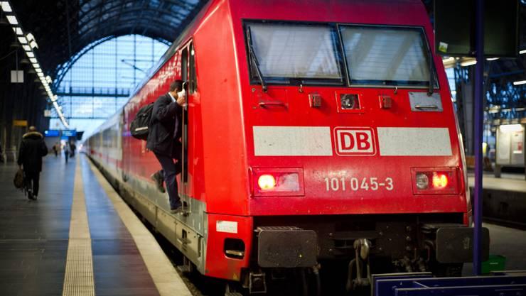 Laut Angaben der Deutschen Bahn fährt nur jeder dritte Fernzug, im Regionalverkehr sollen – je nach Region – lediglich 15 bis 60 Prozent der Verbindungen aufrechterhalten werden.