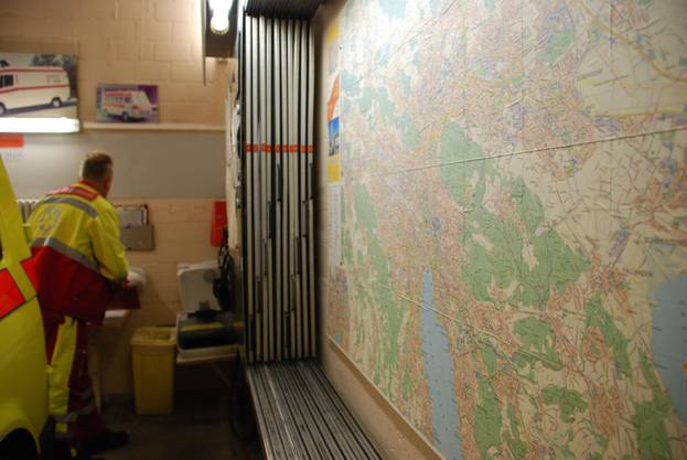 Obwohl die Ambulanz heutzutage zum Notfallort navigiert wird, ist auch eine gute Ortskenntnis für die Rettungssanitäter Pflicht