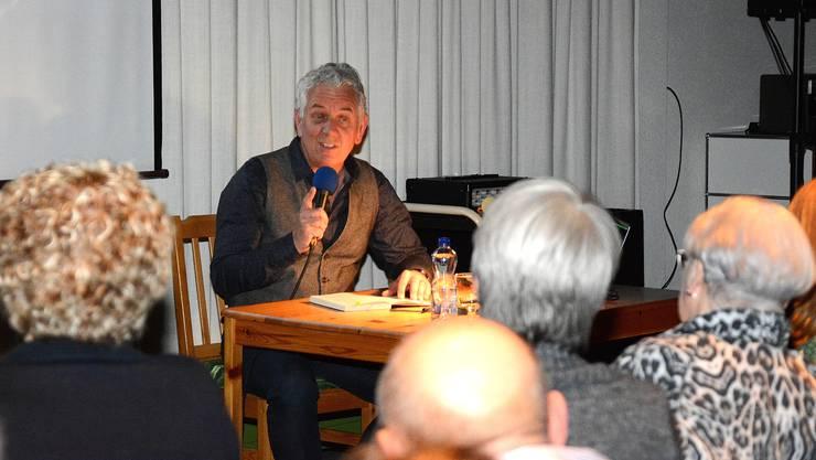 """Röbi Koller stellt sein Buch """"Umwege"""" vor."""