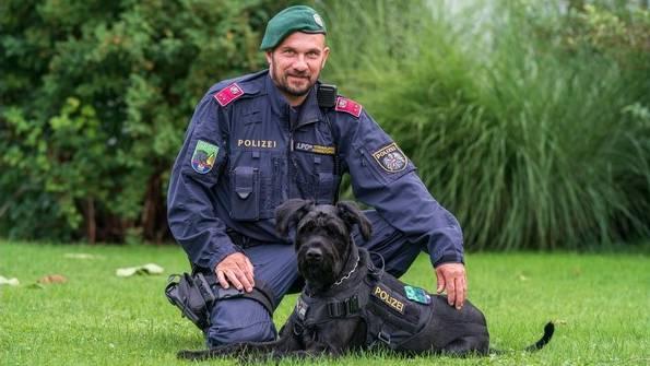 Diensthundeführer Bernd Ludl und Diensthund Alvaro