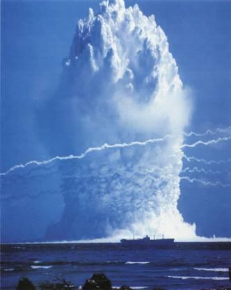 Atombombentest unter Wasser.