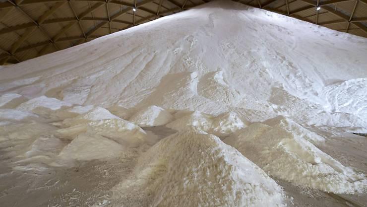 Der Winter kann kommen: Die Schweizer Salinen haben genügend Salzvorrat aufgebaut. (Archivbild)